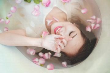 http://gahag.net/002215-woman-bathing/