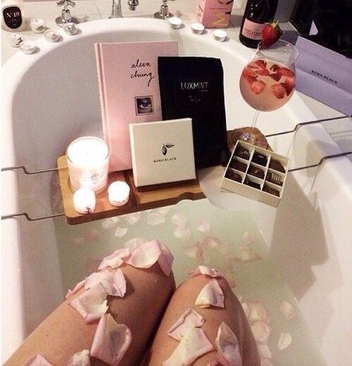 優雅なバラ風呂