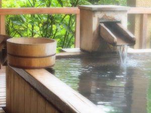 温泉の湯船