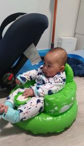 赤ちゃんとバスチェア